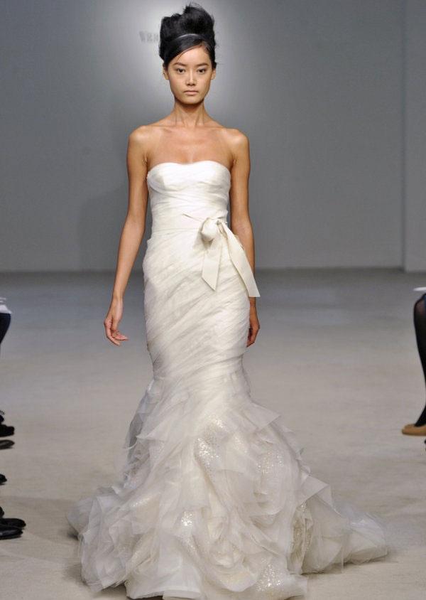 Kim kardashian s wedding dress designer revealed paint for Vera wang trumpet wedding dresses